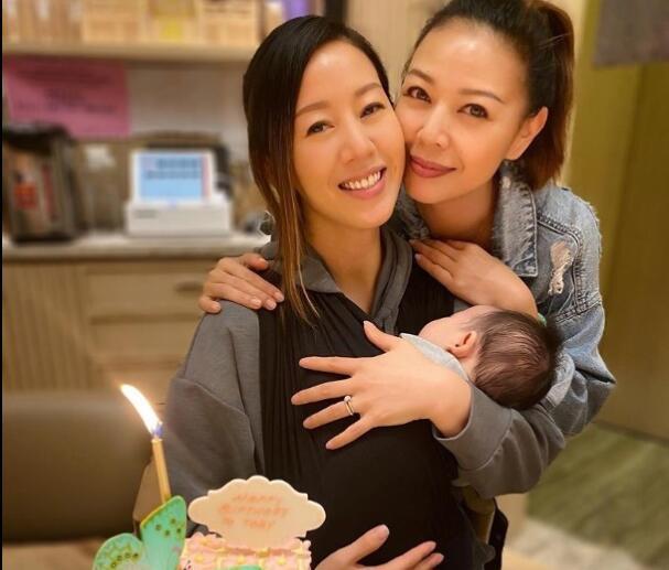 佘诗曼钟丽淇为梁靖琪庆37岁生日 贴脸合影感情深