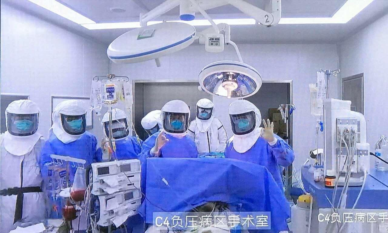 新冠肺炎病危患者肺移植手术成功,切除肺正病理解剖图片