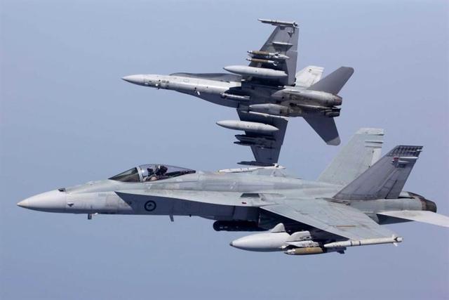 榨干最后一分价值,服役35年的老F-18战机,被卖给私人承包商