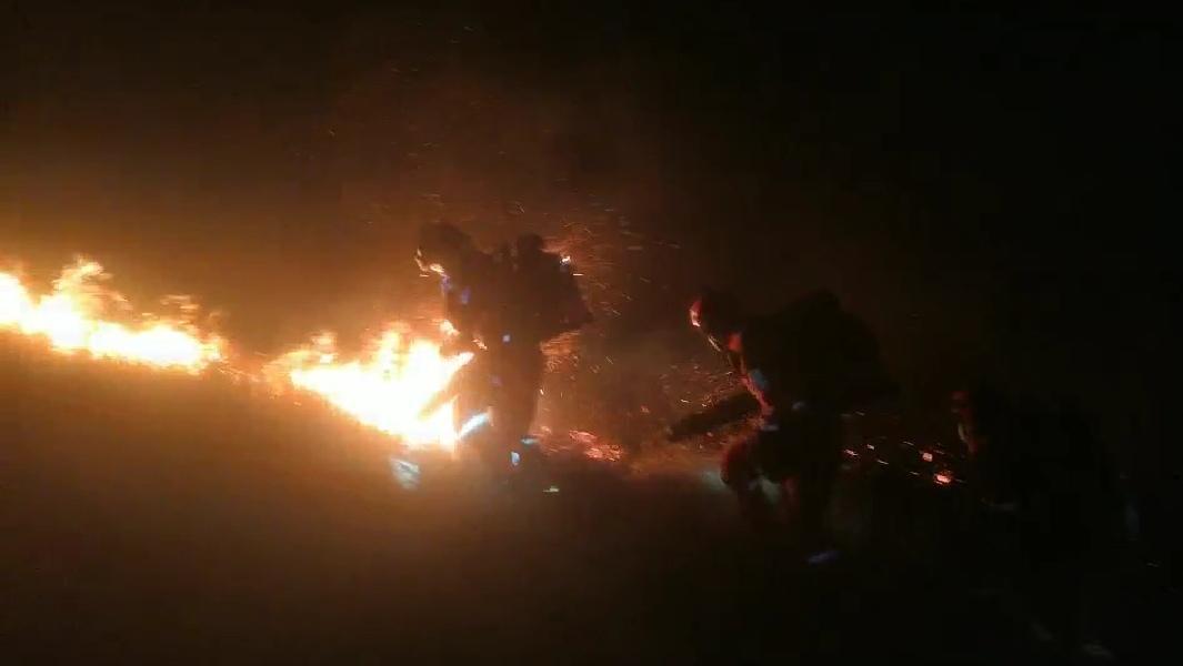 云南昆明东川区阿旺镇发生山火