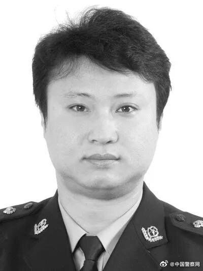 他牺牲后,公安部部长赵克志委托常务副部长王小洪专程看望慰问家属图片