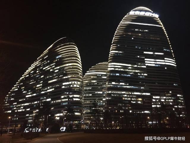 SOHO中国风光不再 潘石屹要跑出