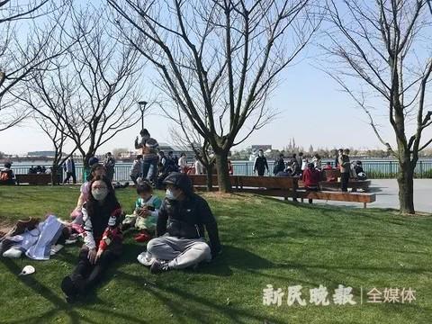 上海迪士尼:乐园还未开,小镇上飞起了快乐的肥皂泡