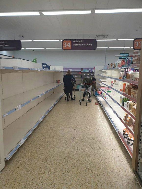 伦敦一家超市内厕纸已被抢空。来源:受访者提供