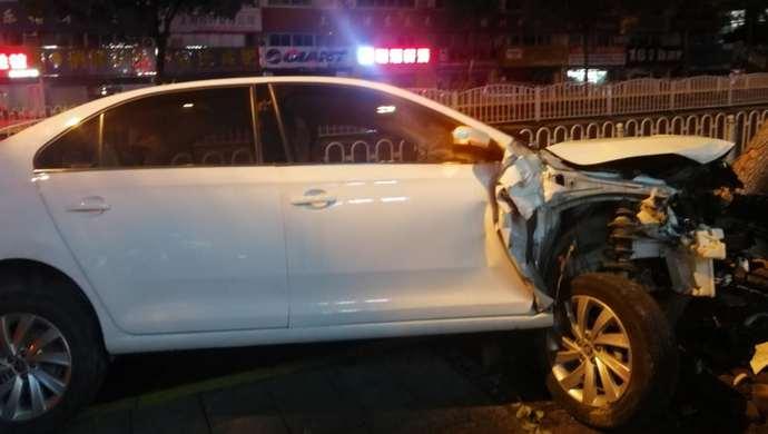 """疫情防控期间""""摒不牢"""",上海一男子酒驾致车祸还找人顶包图片"""