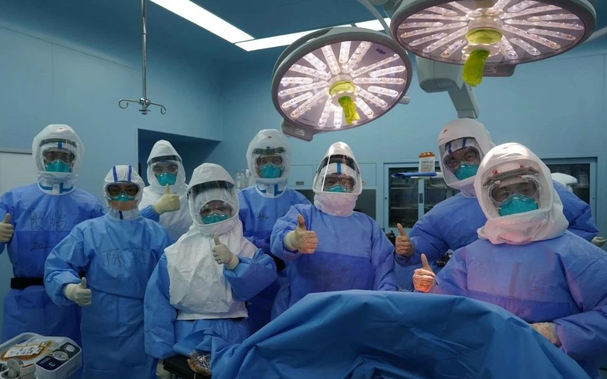 浙大一院肺移植科团队顺遂完成手术。受访者供图