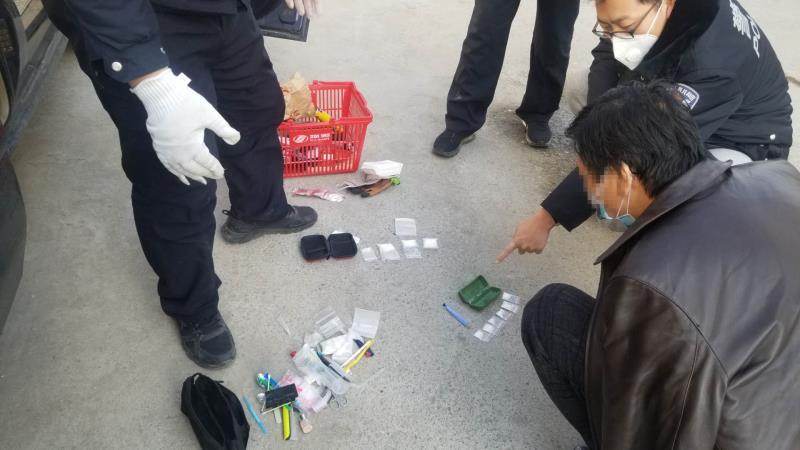 [蓝冠]火车蓝冠站欲交易毒品嫌疑人被警方控制图片