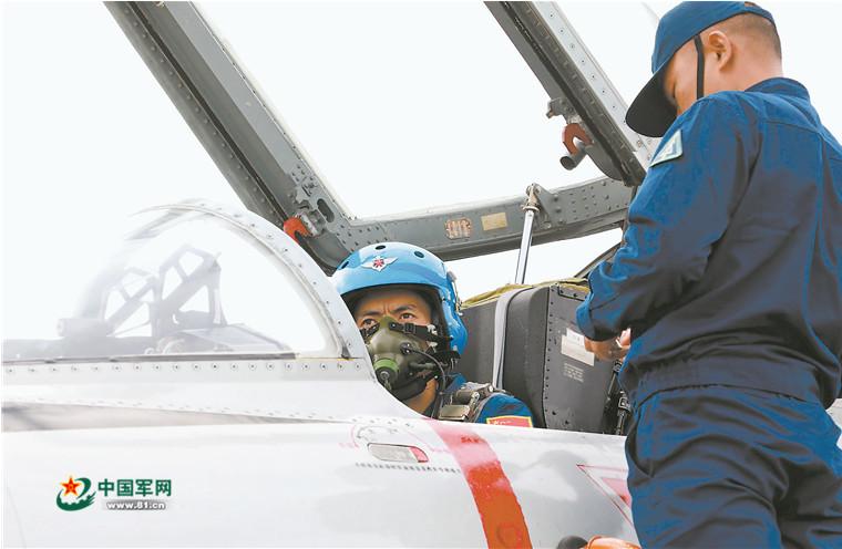海军航空兵首次赴俄参加国际军事比赛和航空飞镖项目