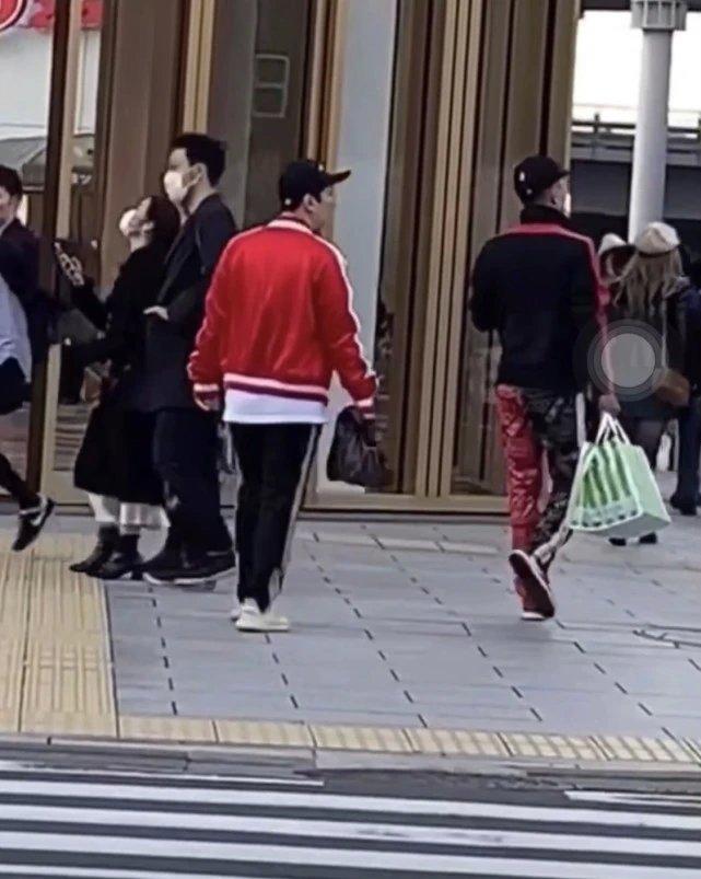 王思聪逛街不戴口罩,街上只有他不戴口罩