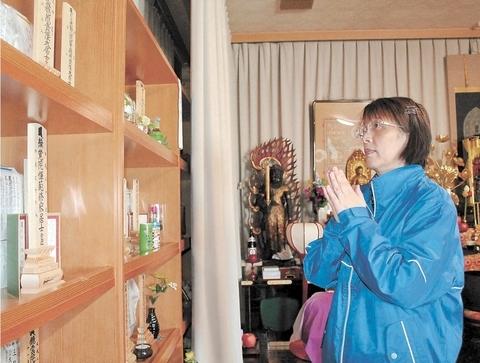 春江女士来长安寺祭拜亲人(日本《河北新报》)