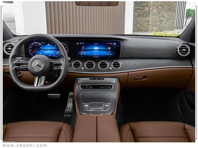奔驰新款E级实车街拍 外观更运动方向盘是亮点