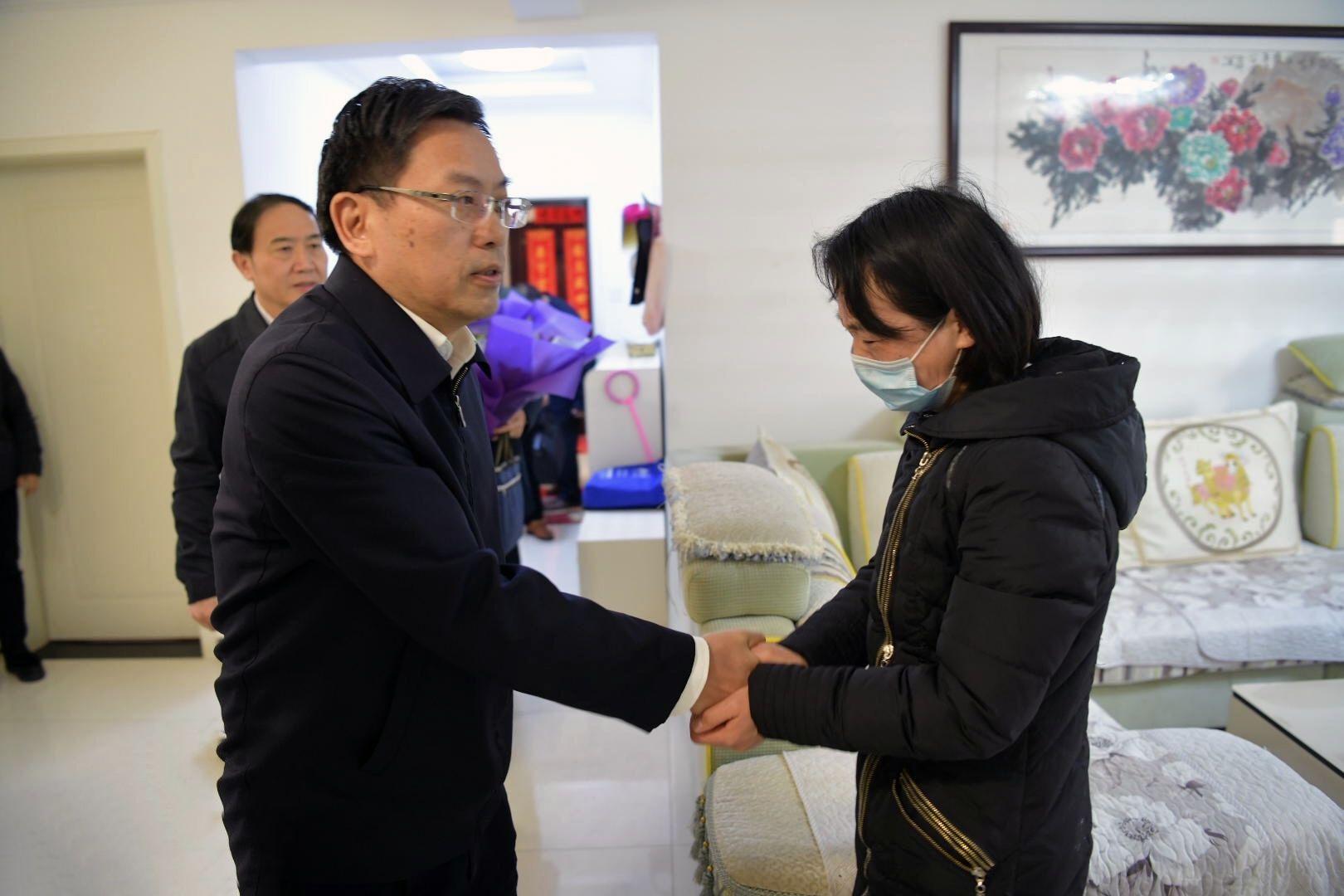 刘惠看望慰问抗疫一线因公殉职的朱建波同志家属