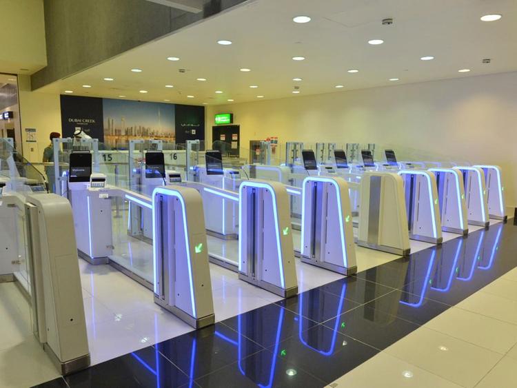 △图为迪拜机场出入境处