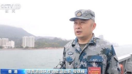 驻香港部队组织陆海空三军联合巡逻