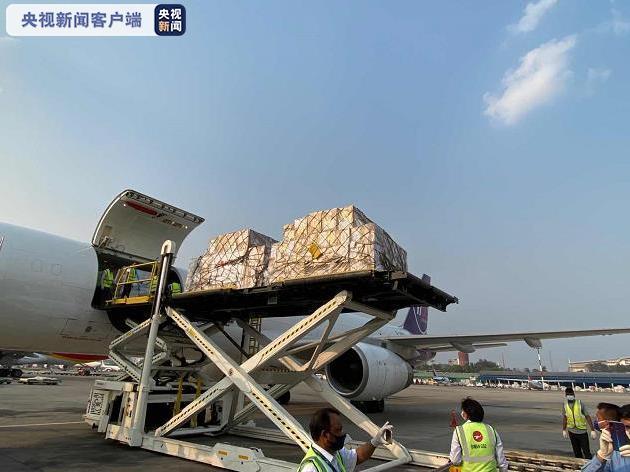 中国政府援助孟加拉国抗击新冠肺炎疫情医疗物资抵孟图片