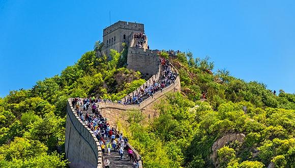 八达岭长城恢复开放第一天就被刻