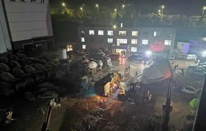 突发!贵州一公司厂区内发生滑坡!经过一夜搜救,仍有7人被困
