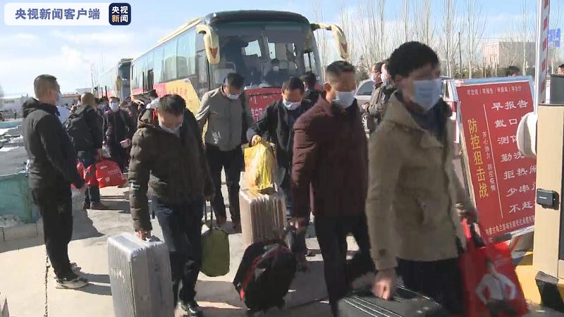 点对点包车 69名湖北籍员工专车抵达内蒙古乌兰察布图片