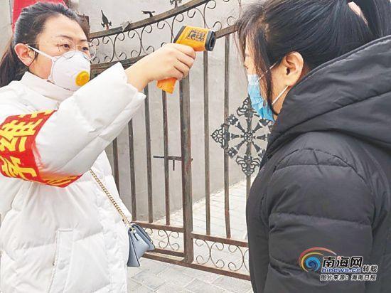 """海南省大学生志愿者投身疫情防控一线 战""""疫""""同行"""