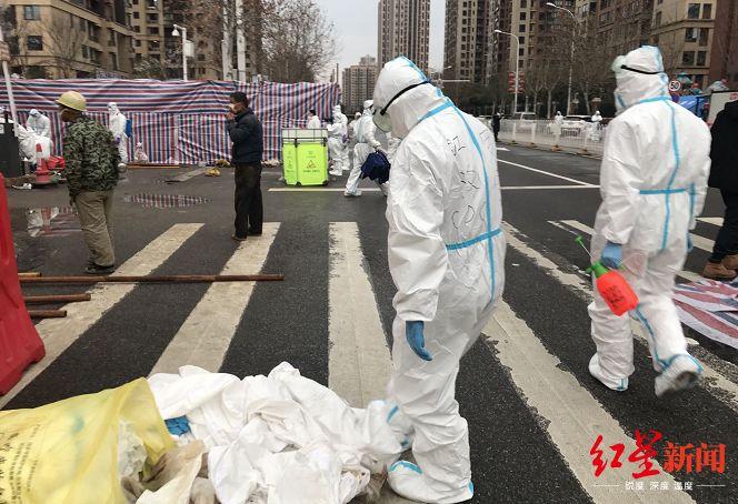 华南海鲜市场新一轮消杀清理事情现场,图据红星新闻