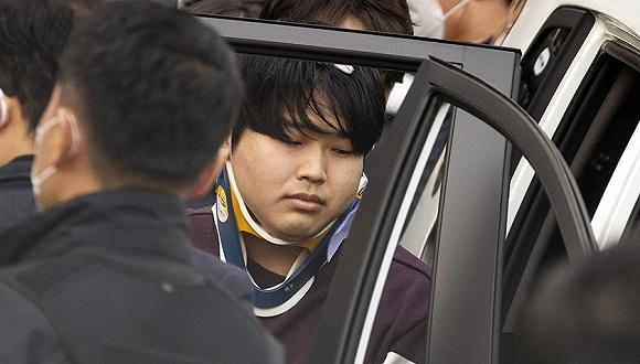 3月25日,赵主彬被首尔警方送检。图片来源:Yonhap