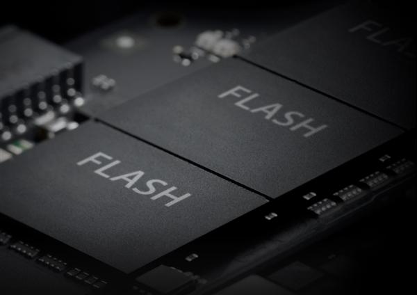 1TB SSD只要300出头 192层堆栈第四代QLC闪存成本更低