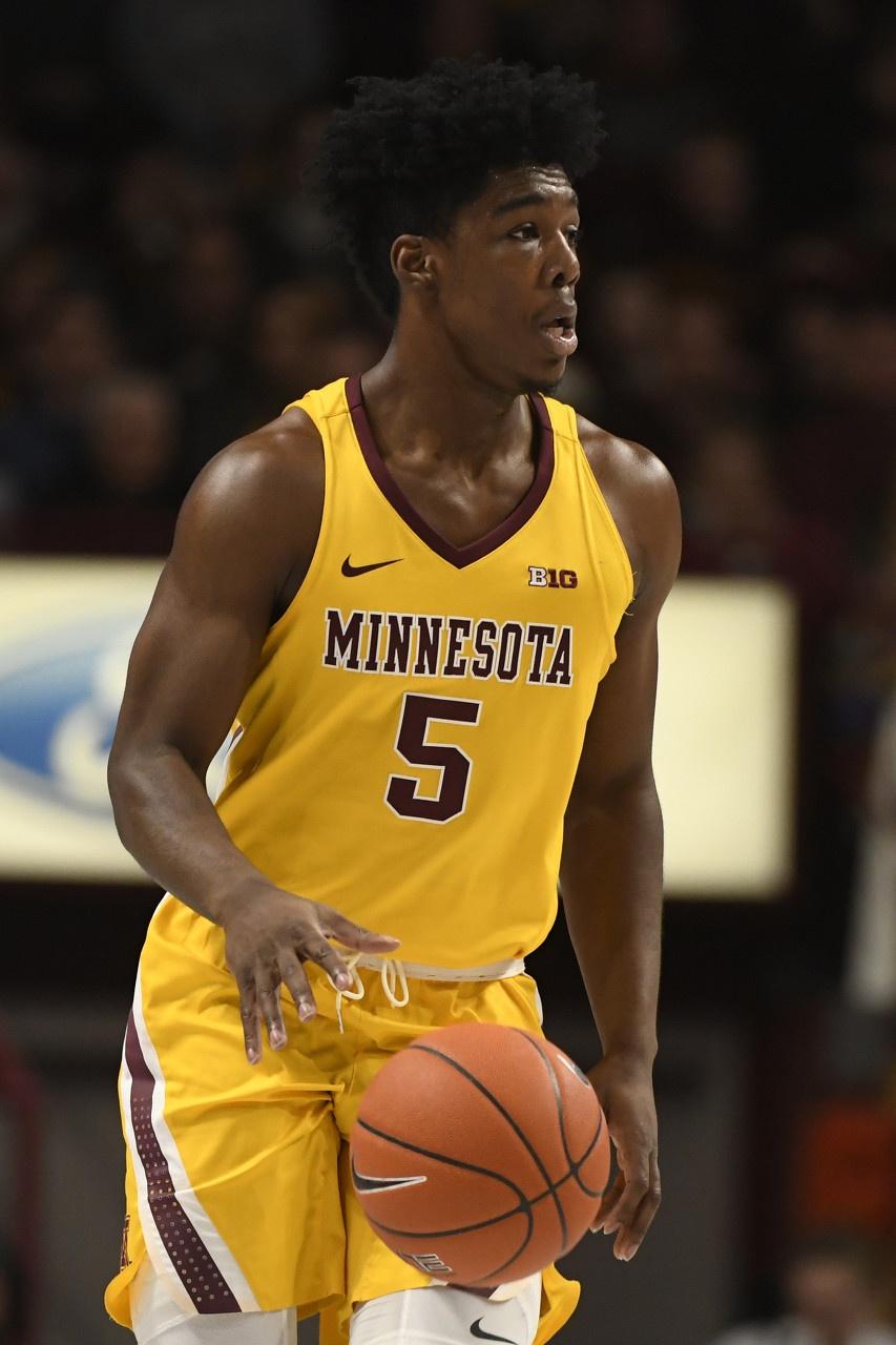明尼苏达大学的马库斯-卡尔宣布参加今年NBA选秀