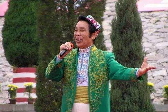 独家新闻| 谭晶怀念战友克里木:愿库尔班大叔骑着心爱的小毛驴去天堂唱歌