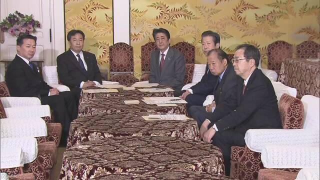 安倍与立宪民主党党首枝野幸男(左二)会谈(NHK)