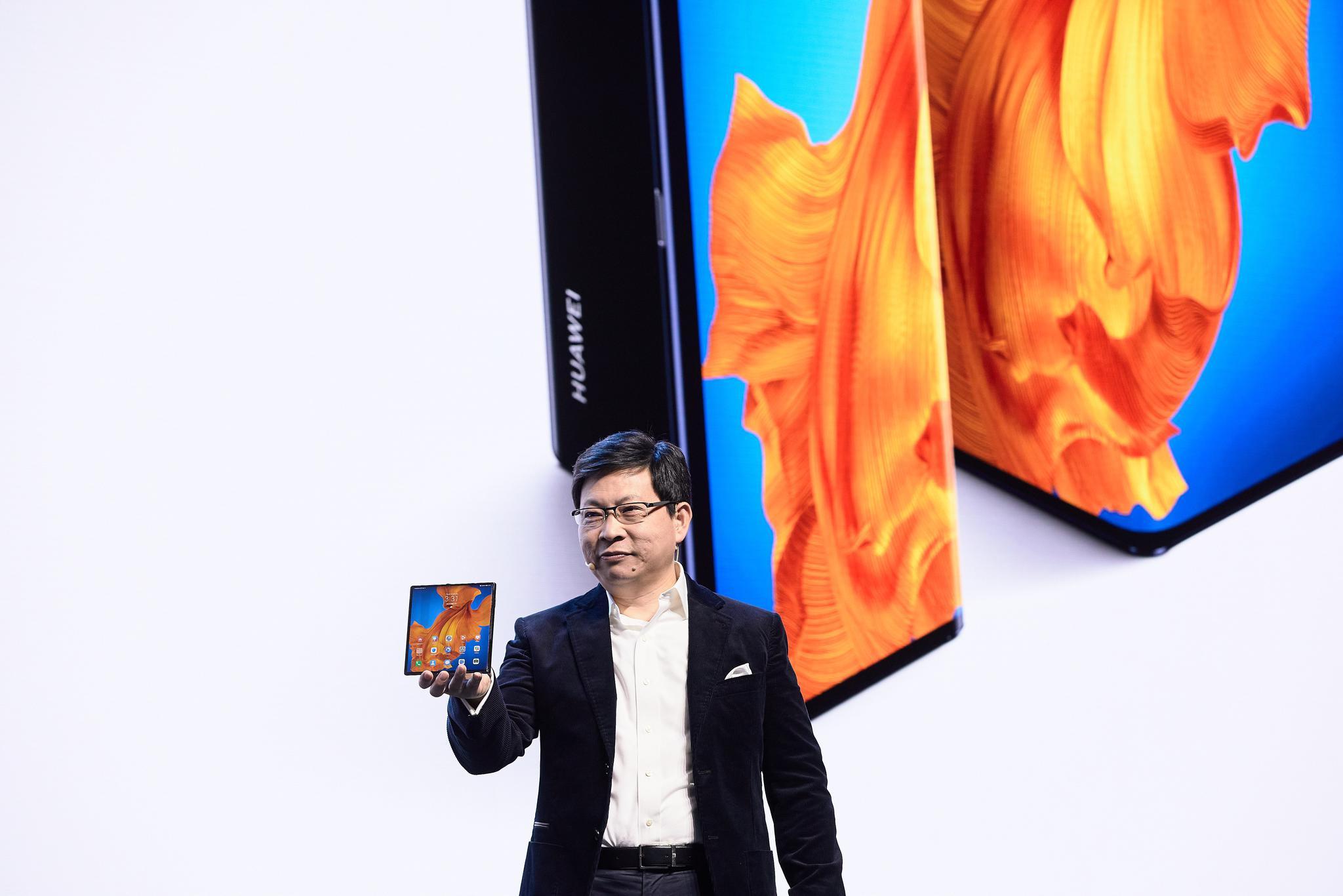 华为新款折叠屏手机明天开售 预约量已过百万图片