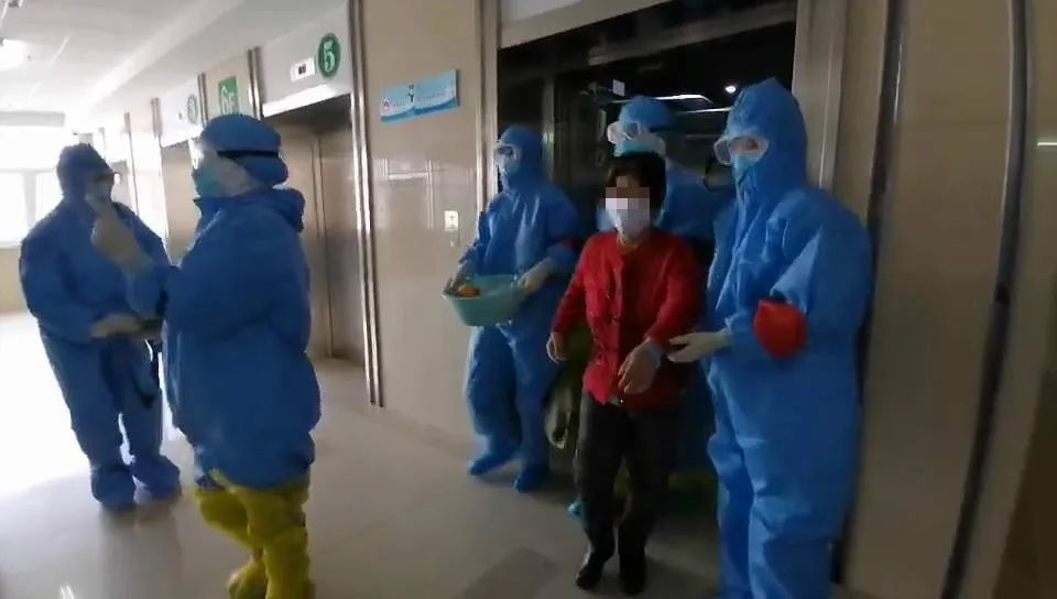 黑龙江省新冠肺炎重症救治中心又有5名患者治愈出院图片