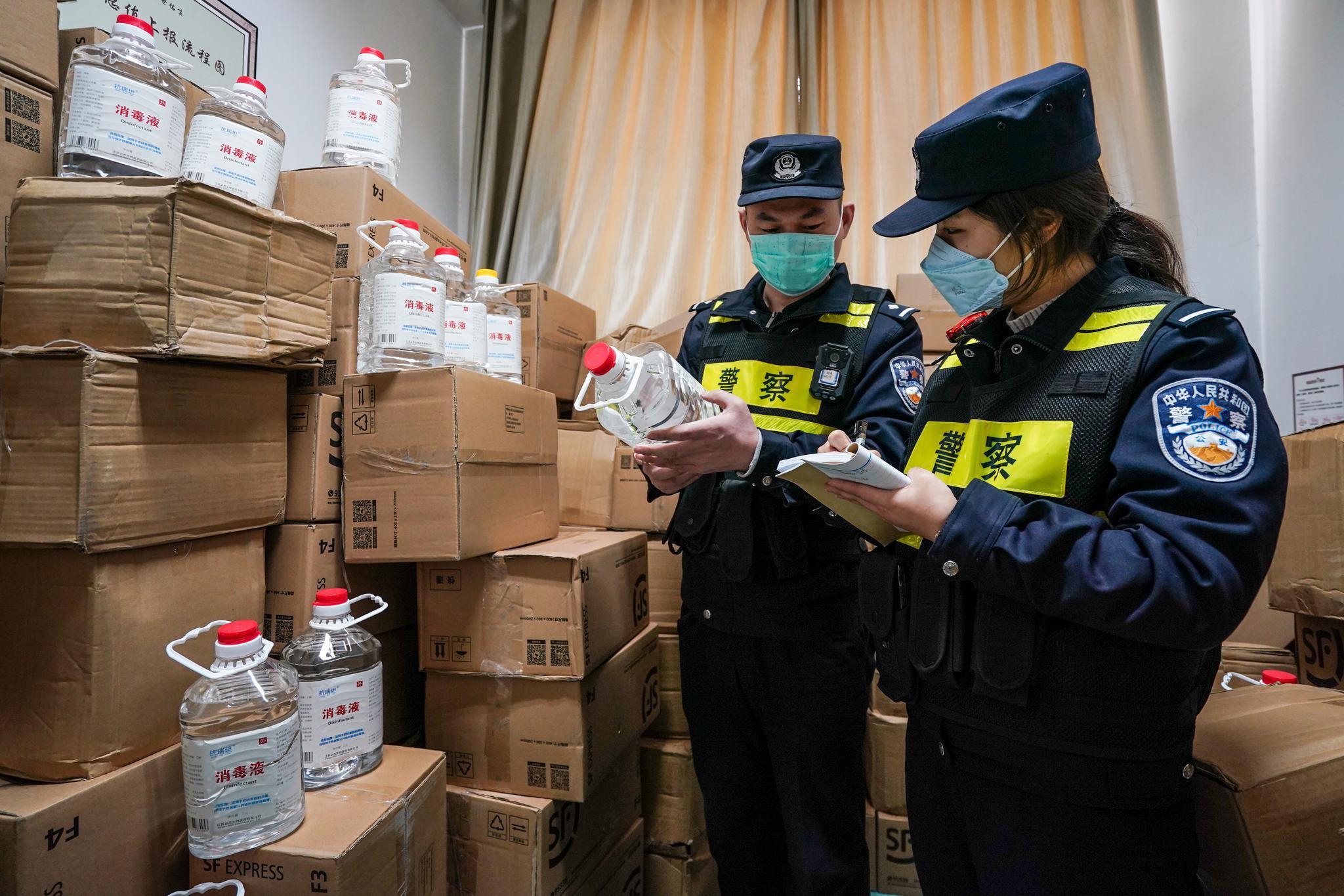 南京警方查处一违法存储2.5吨医用酒精快递点