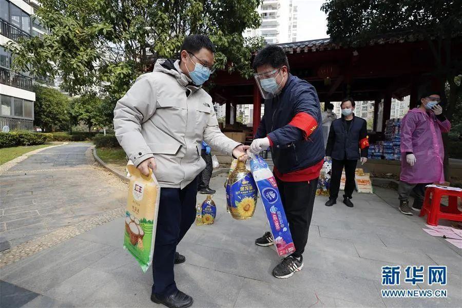"""武汉居民从楼上向正在考察的中央领导喊:""""假的,假的"""",然后……图片"""