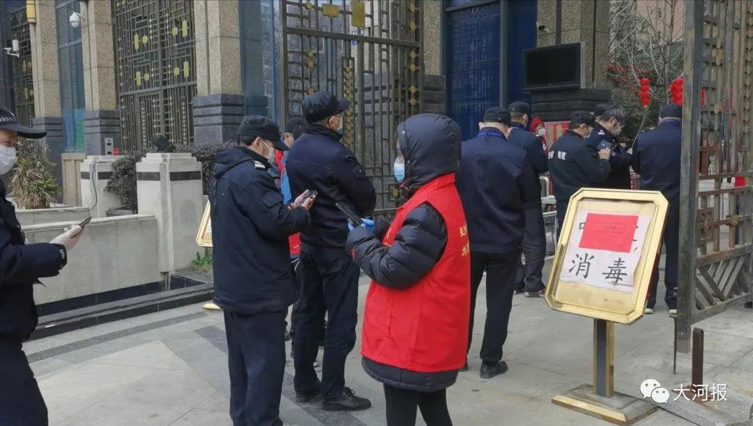 武汉居民向中央领导喊:假的,假的!志愿者有话说图片