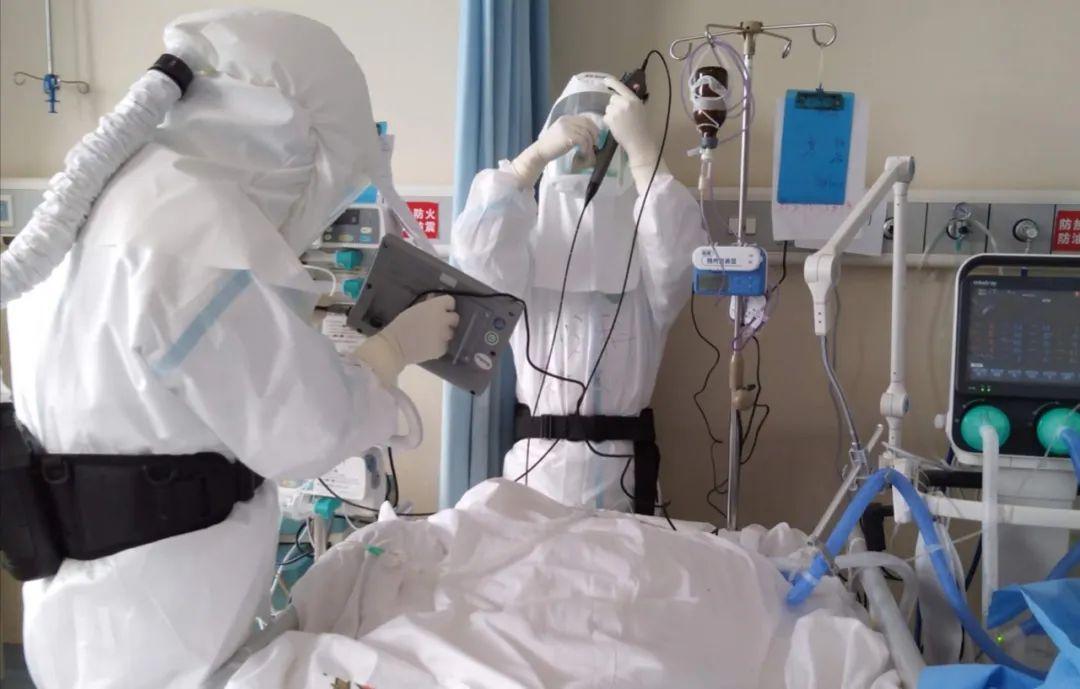 """为危重病人清痰栓,内镜清肺小组是感染风险最高的""""工种""""图片"""