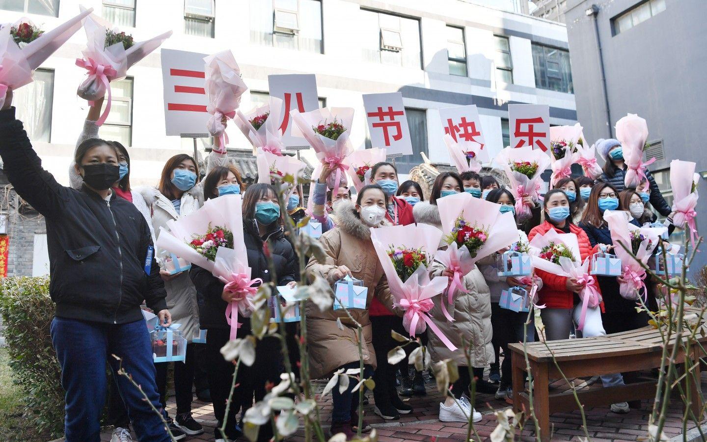 北京赴武汉医护超七成为女性 48万巾帼志愿者参与防控图片
