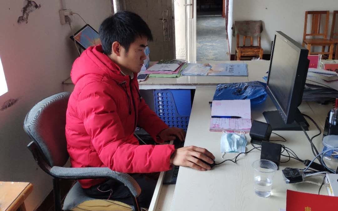 现通水电网 襄阳四垭村村委会借新建房给8名学生上网课图片