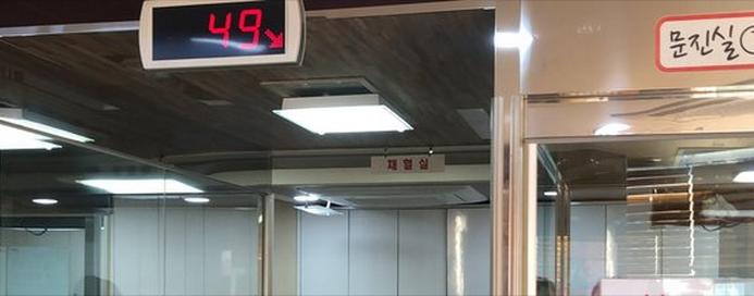 同心血液中心水原站点,献血的市民排到了49号。(《中央日报》)