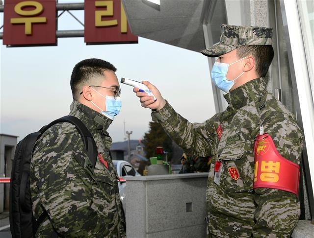 韩国军队加强官兵体温检测(news 1)