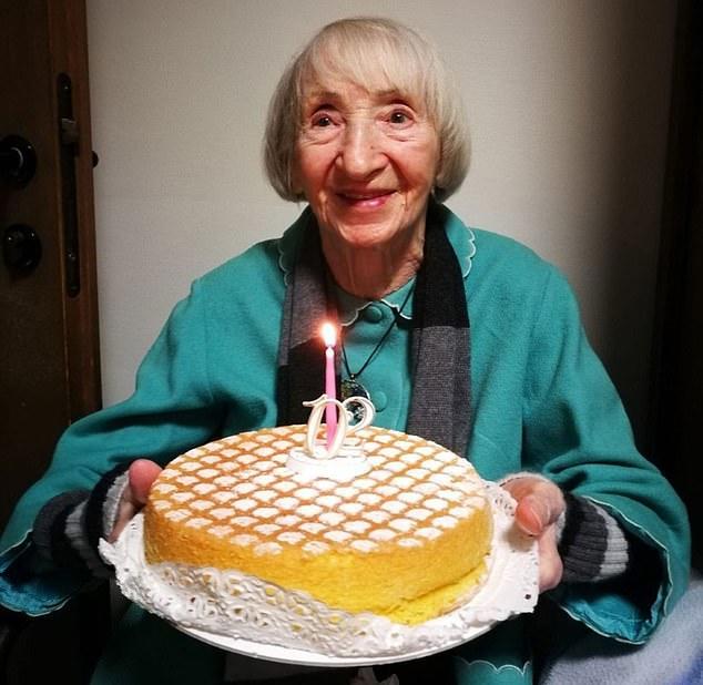 102岁的老人格隆多纳。图据《每日邮报》