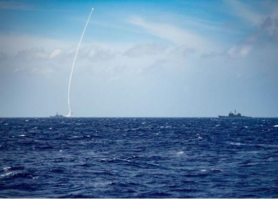 """大陆军机绕台后,台媒又曝""""美舰通过台湾海峡,大陆导弹护卫舰伴随监控""""图片"""