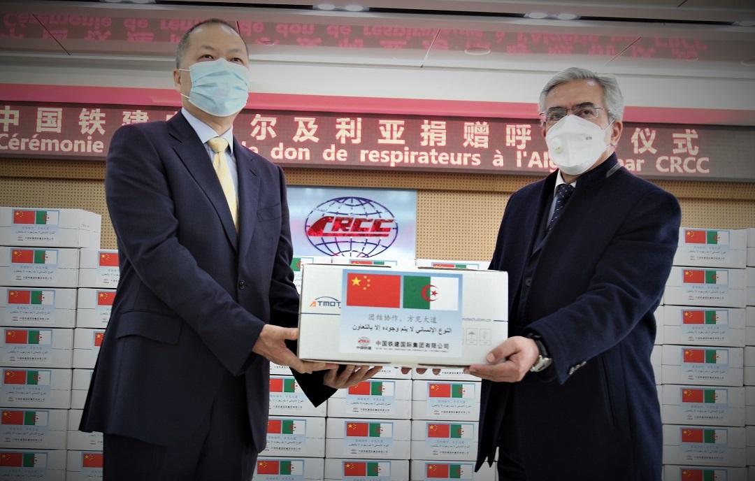 100台呼吸机!中国援助阿尔及利亚第二批抗疫物资抵达阿尔及尔图片