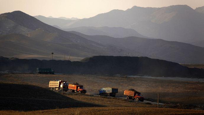 """一周反腐看点:内蒙古对污染政治生态的最大""""毒瘤""""和源头出手图片"""