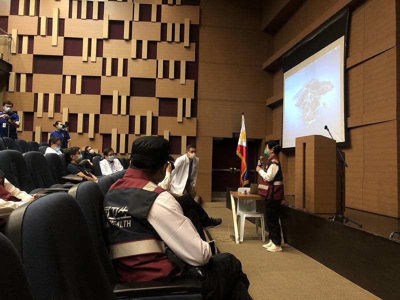 中国赴菲抗疫医疗专家组考察菲律宾医学城图片