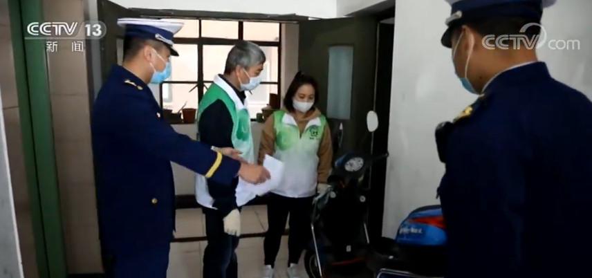 上海:老旧小区内电动车违规充电屡禁不止图片