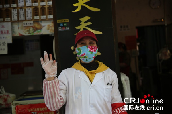 老板赵友芝说,武汉人努力乐观,对将来生涯布满信念 拍照:李琳