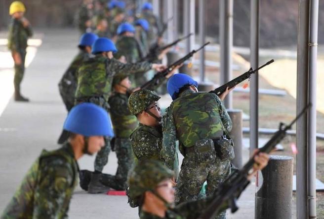 台军官兵怒了:民进党当局对外大捐口罩 军人却领不到图片