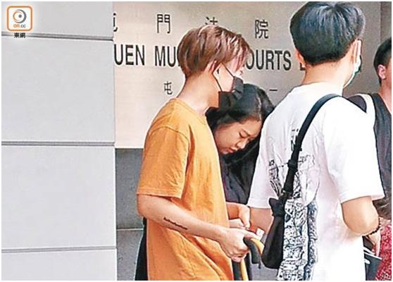 """香港男子因""""侮辱国旗罪""""被判240小时社会服务令图片"""