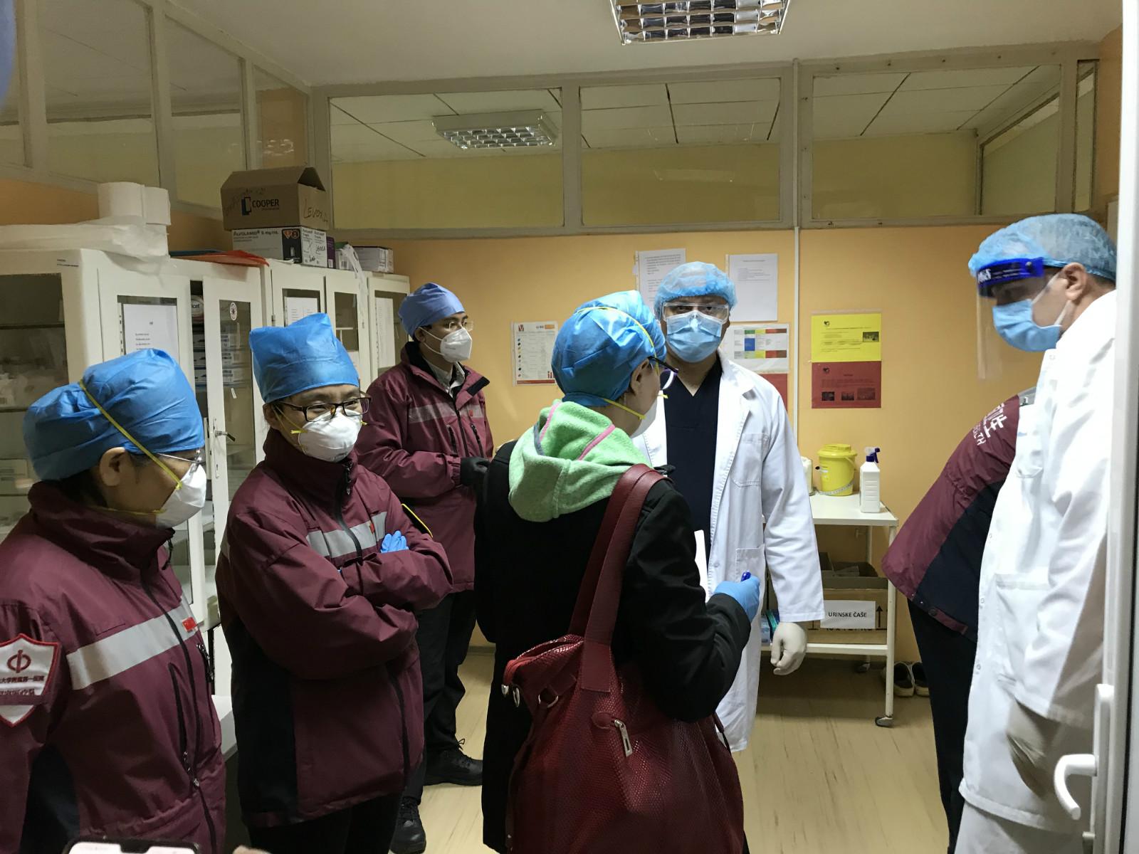 塞尔维亚新增新冠肺炎确诊病例445例 中国医疗队抵达弗尔沙茨市图片