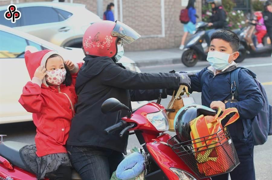 摩天:进党当局拟要求学校卖口罩引恶评如潮摩天图片